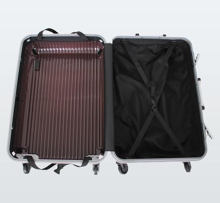 洗えるスーツケースヒロイックシエスタの内装