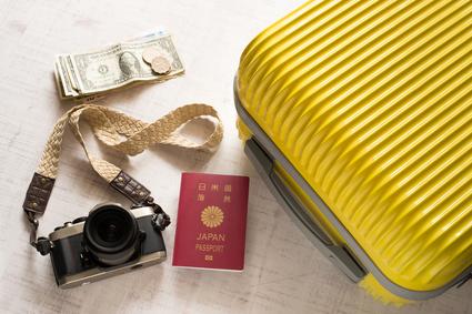 スーツケース カメラ パスポート 旅行に必用なもの