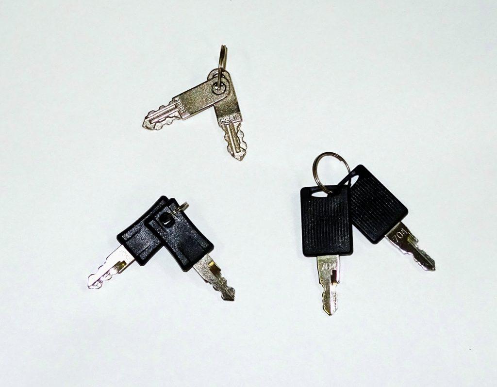 3種類のスーツケースの鍵